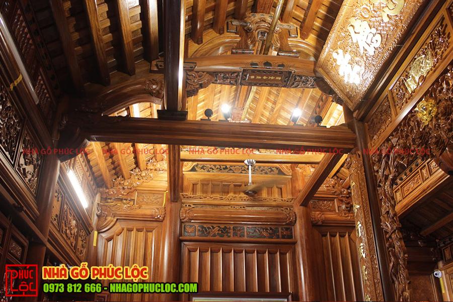 Bên trong căn nhà gỗ cổ truyền Bắc Bộ