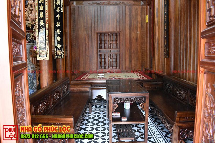 Nội thất không gian bên trái của ngôi nhà gỗ 3 gian