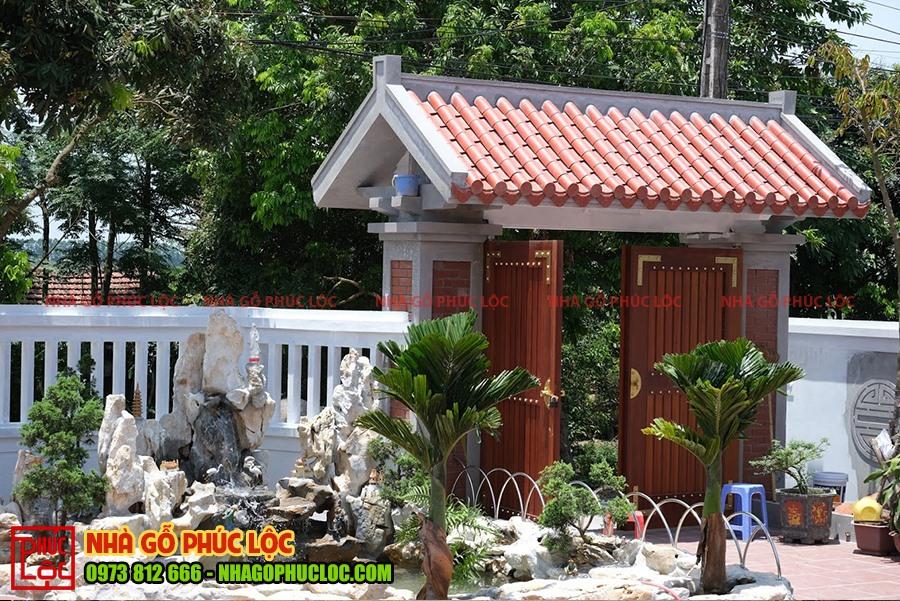 Phần cổng nhà gỗ cổ truyền